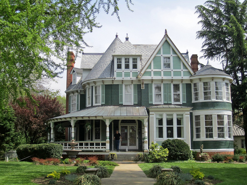 Top 15 house designs and architectural styles to ignite for Queen anne victorian house