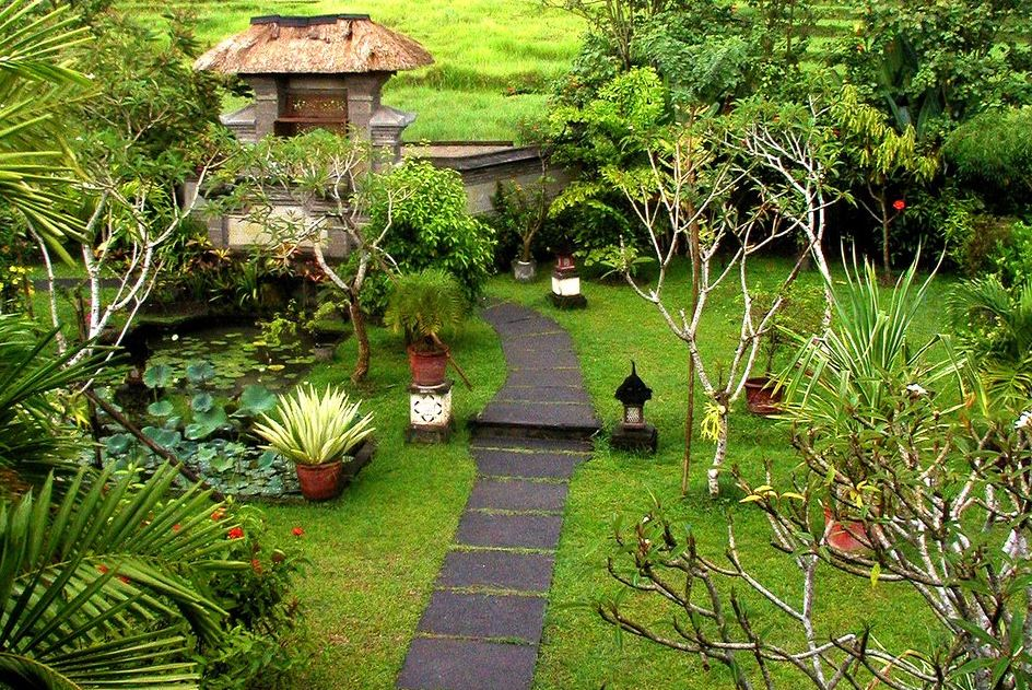 Top 20 landscape designs to improve the curb appeal of for Home garden landscape designs