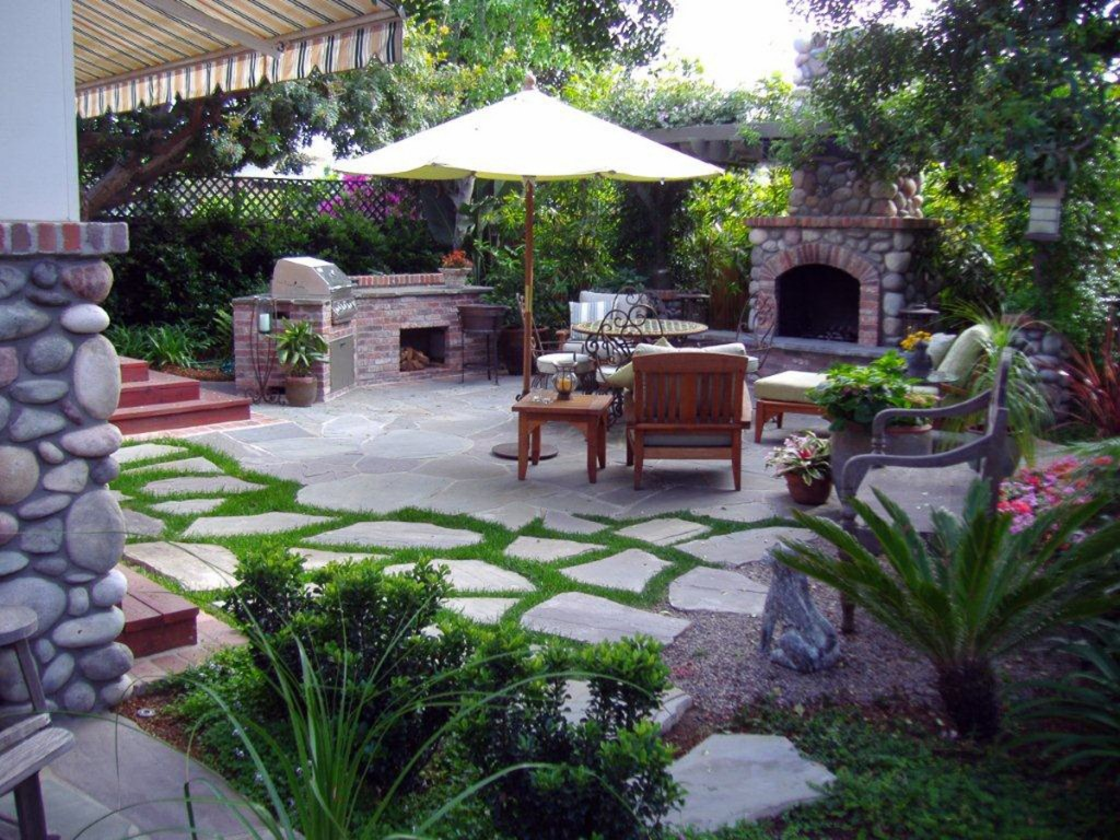 Top 15 outdoor kitchen designs and their costs 24h site for Small patio design plans