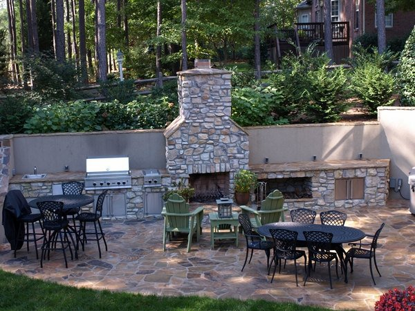 Outdoor kitchen on flagstone patio