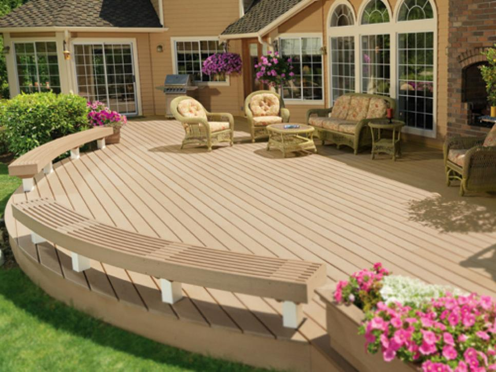 Curved Deck With Built In Seating